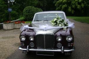Décoration florale voiture mariage