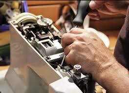 Réparateur de machine à coudre